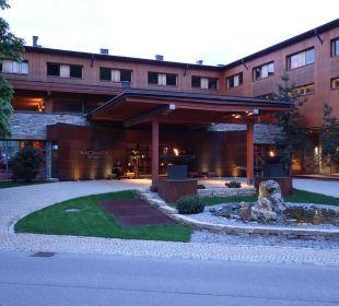 Blick von vorne auf das Resort Hotel Mohr Life Resort
