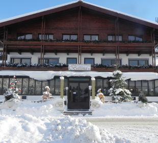 Tief verschneit im Winter Pension Bettina