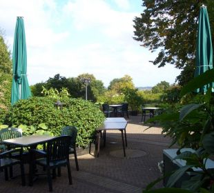 Blick von der Terrasse in den Garten Romantik Hotel Bösehof