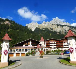 Einfahrt zum Hotel   Romantik Resort & Spa Der Laterndl Hof