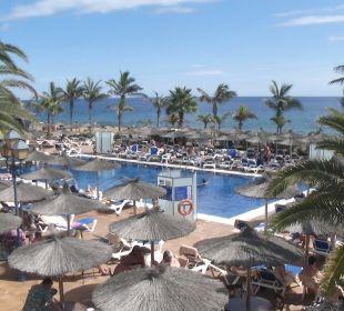 Zicht op 1 van de 3 zwembaden VIK Hotel San Antonio