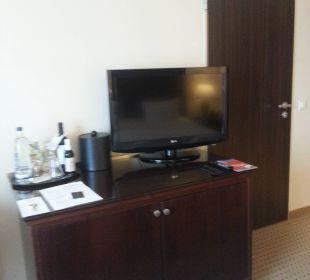 Schreibtisch mit TV Renaissance Bochum Hotel