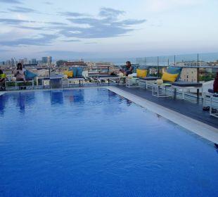 Das Dachterrassenpool Hotel H10 Marina Barcelona