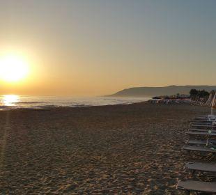 Morgendlicher Sonnenaufgang Vantaris Beach Hotel