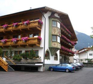Außenansicht mit Parkfläche Hotel Donnerhof Hotel Donnerhof