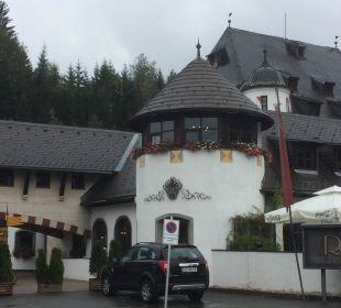 Toller Gebäudekomplex  Family Hotel Schloss Rosenegg