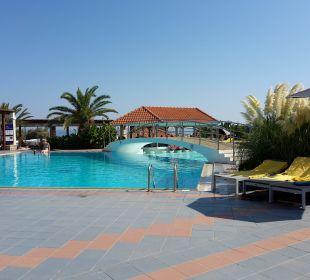 Ruhepool mit Swim-up-Bar AKS Annabelle Beach Resort