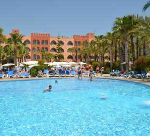 Blick vom SuperiorPool aufs Hotel Playacalida Spa Hotel