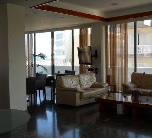 Deel vd lounge hotel Semiramis  Smartline Semiramis City Hotel