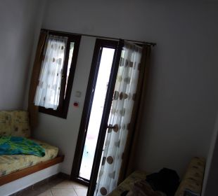 Vorraum mit 2 Betten  Hotel Amari