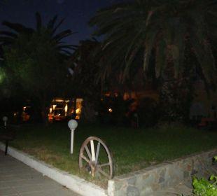 Promenade bei Nacht (Hotel) Hotel Possidona Beach