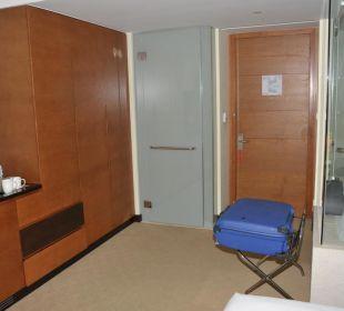 Schrank, Ablage - Eingangstür Vida Hotel Downtown Dubai