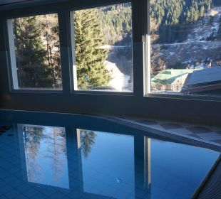 Ausschnitt vom Schwimmbad im Mondi Bellevue MONDI-HOLIDAY First-Class Aparthotel Bellevue