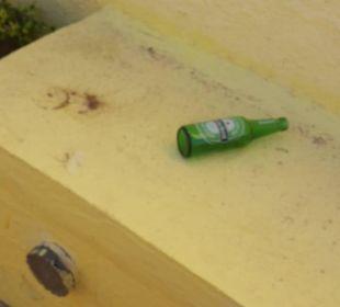 Die flaschen lagen überall Hotel Samira Club