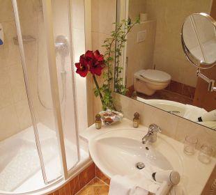 Badezimmer mit Dusche Familienhotel Loipenstub'n