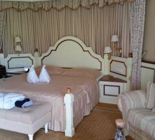 Das grosse bequeme Bett Suite Deluxe Hotel Schwarzenstein