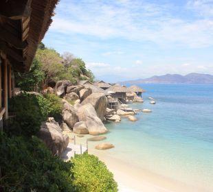 Blick auf die Rock Villen vom Restaurant Hotel Six Senses Ninh Van Bay