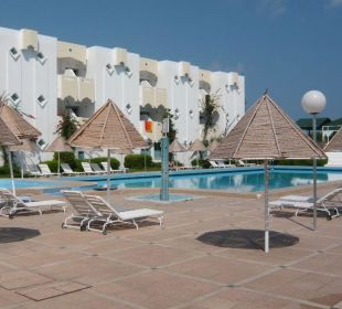 der Pool aus Richtung Restaurant Hotel Club Acquaviva