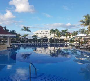 Pool am Morgen Luxury Bahia Principe Esmeralda Don Pablo Collection