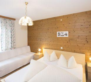 Familiensuite Angerer Doppelzimmer mit Zusatzbett Angerer Familienappartements Tirol