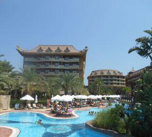 Großer Pool Hotel Royal Dragon