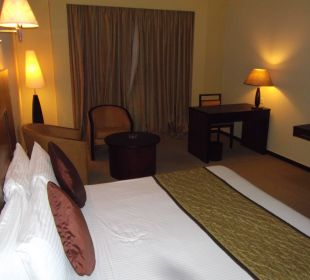 Doppelbett und viel Platz Hotel Ramada Katunayake Colombo International Airport