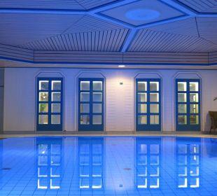 Schönes Blau am Pool Maritim Hotel Nürnberg