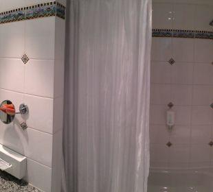 Gesamtansicht Badezimmer Strandhotel Kurhaus Juist