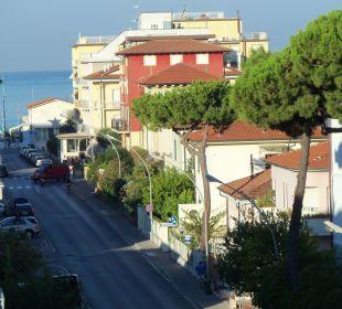 Blick von der Terrasse bis zum Wasser Hotel Fortunella