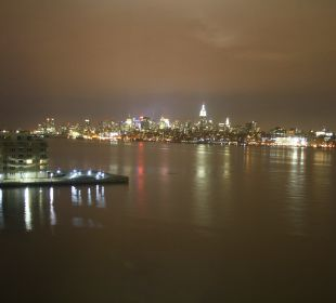 Blick on Manhatten on Night Hotel Hyatt Regency Jersey City On The Hudson