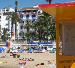 Außenansicht vom Strand aus Hotel Platjador