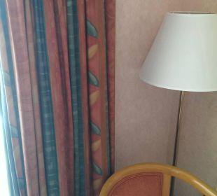 Die Möbel stammen noch aus den 70 er bestimmt Hotel Holiday International