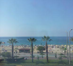 Ausblick vom Flurfenster Hotel Kleopatra Celine