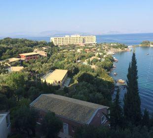 Widok z pokoju na morze. taki sam z restauracji Hotel Grecotel Eva Palace