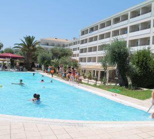 Schöne Poolanlage Hotel Elea Beach