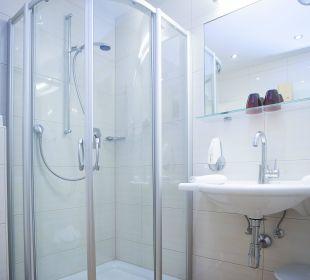 Badezimmer mit Dusche Hotel Liebes Caroline