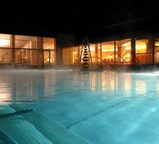Außenpool bei Nacht Thermenhotel Ronacher