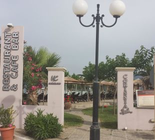 Hintereingang zu Pool & Restaurantarea Hotel Corissia Beach