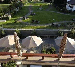 Blick aus dem Zimmer auf die Terrasse Hotel Exquisit