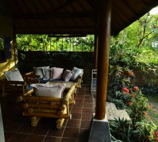 Veranda Saraswati Holiday House