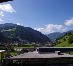 Blick vom Balkon von Zimmer 206 Hotel Roslehen