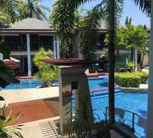 Hintere Poolanlage La Flora Resort & Spa