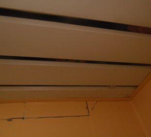 Sufit nad kabiną w łazience 2 Hotel Krizantem