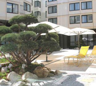 Innenhof mit Ruhezone Ramada Nürnberg Parkhotel