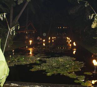 Teich mit Fackeln Anantara Bophut Koh Samui Resort