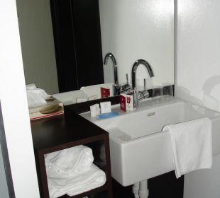 Bad im Zimmerflur Hotel Cube Savognin