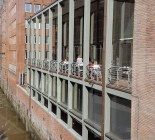 Balkon Frühstücksraum AMERON Hotel Speicherstadt Hamburg