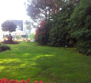 Gepflegter Garten,angrenzend schöne Terrasse Hotel De La Paix