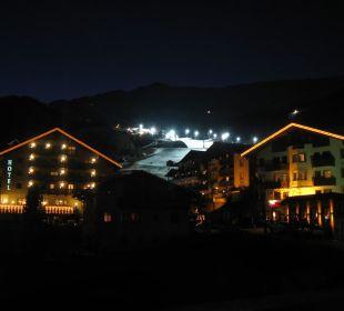 Blick zur Piste mit Flutlicht Hotel Garni Belmont