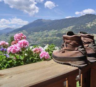 Und nach der Wanderung - Füße hoch im Liegestuhl Berghof Thöni